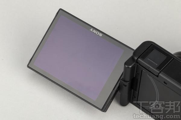 翻轉螢幕 身為Vlog相機,可自拍的側翻式翻轉觸控螢幕也是必不可少的。