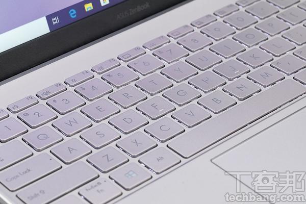 背光鍵盤  全尺寸�島式鍵盤,具備三段 LED 背光亮度調整。