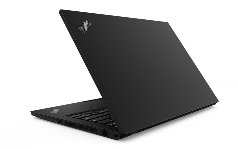 ThinkPad P15s Gen2 內建的 15.6 吋大螢幕適合長時間工作使用。