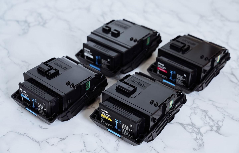 AL-C9500DN 搭載了新款的碳粉匣,共有黑、紅、藍、黃四色。
