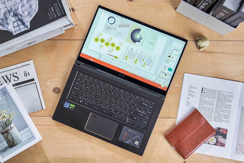 螢幕轉軸可讓 Summit E15 採完全平置於桌面的模式,搭配上可將桌面旋轉 180 度的 F12 快捷鍵,當與他人面對面討論時,可快速與對方共享螢幕資訊,不僅實用,適用的場合非常多。