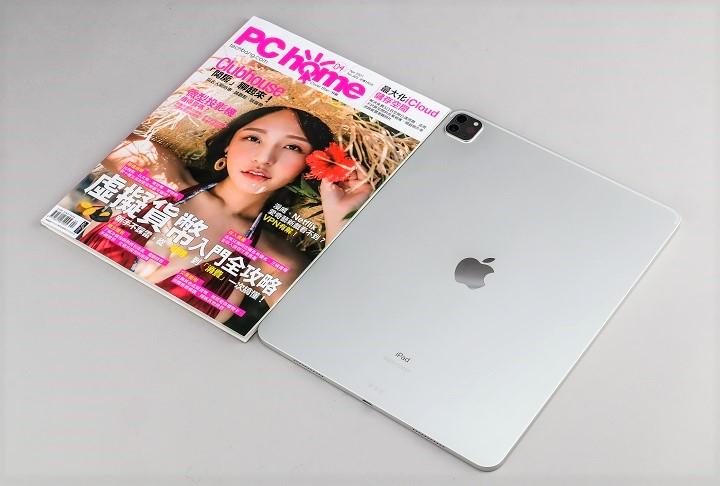 iPad Pro 12.9 吋有多大?體積為 280.6×214.9×6.4(mm),重量為 682 公克,外型尺寸大約等於一本雜誌。