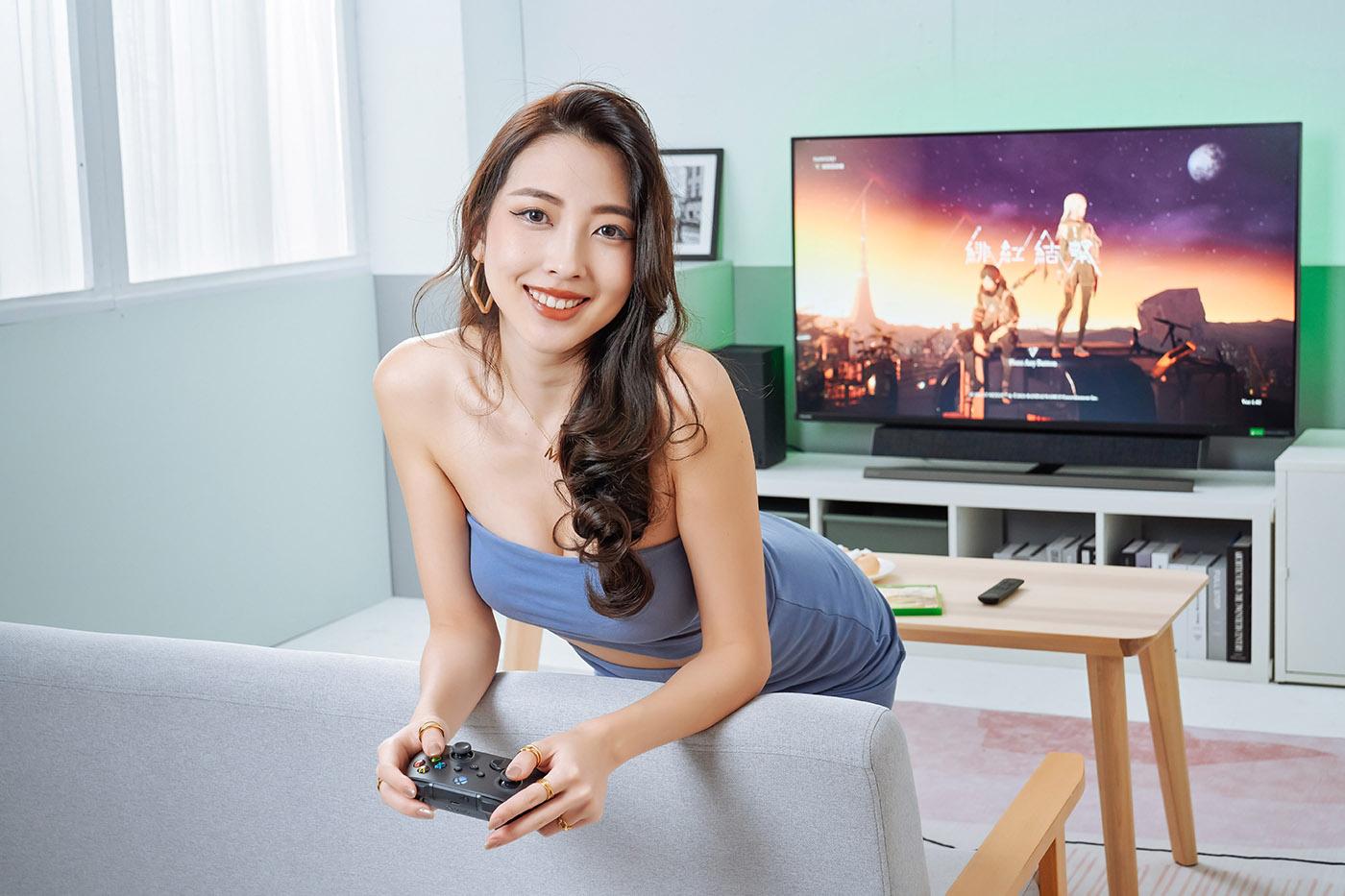 首先了解 Xbox Series X 遊戲機與 559M1RYV 結合的表現。