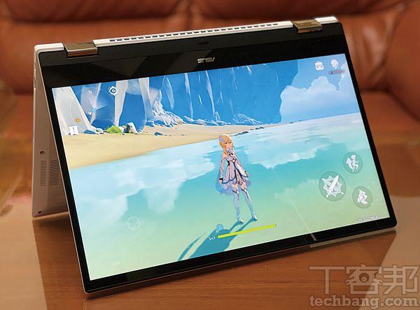 在 Chromebook 上也可安裝手遊,熱門的《原神》在 Asus Chromebook Flip CX5上可正常執行,並可選擇全螢幕顯示。