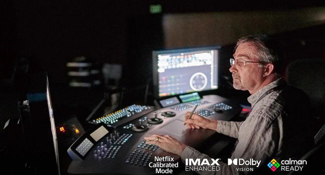 BRAVIA XR 全系列皆支援 Netflix 校�模式、IMAX Enhanced 認�與 Dolby Vison / Atmos 規格,同時還能�配 Calman 校�軟體執行螢幕校色,讓用戶能以 100% 創作者視角來欣賞他們的作品。